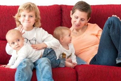 Eva Bernal con sus 3 hijos